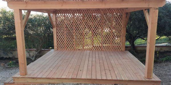 Création d'une terrasse en bois avec structure pergola
